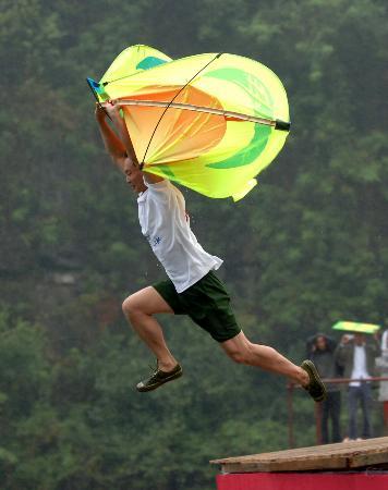 图文:(体育)(1)追逐飞翔梦鸟人大比拼