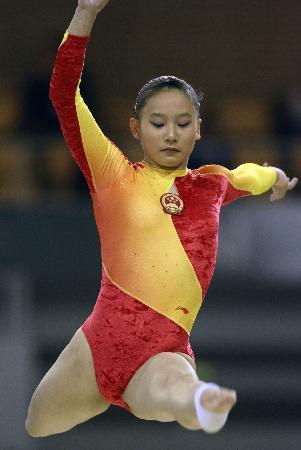 图文-体操世锦赛女团预赛狭窄平衡木上显身手