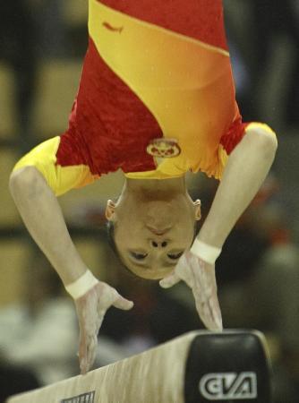 图文-体操世锦赛女团预赛何宁平衡木上灵动翻飞
