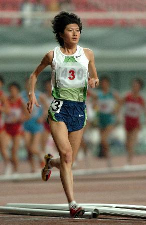 图文-全国田径冠军赛首日奥运冠军邢慧娜5000米夺冠