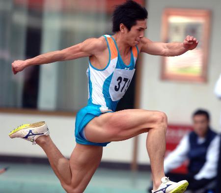 男子三级跳_图文-全国田径冠军赛第二日 朱书靖男子三级跳称王