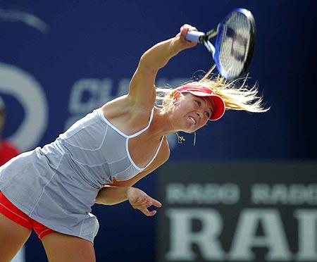 图文-莎拉波娃胜帕诺娃晋级八强回球倾尽全力