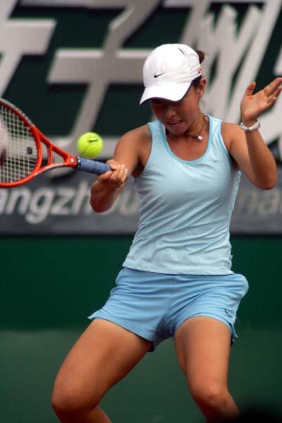 图文-WTA广州公开赛中国选手郑洁顺利通过首轮