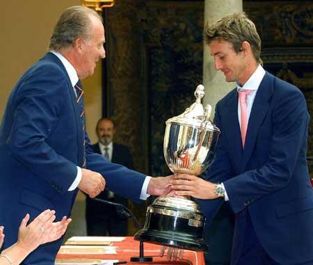 图文-西班牙评出03年最佳运动员费雷罗荣誉当选