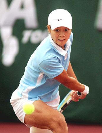 图文-WTA广州公开赛李娜进决赛李娜大力回球