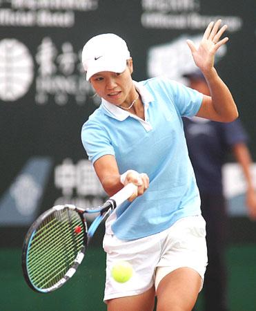 图文-WTA广州公开赛李娜进决赛李娜正手回球