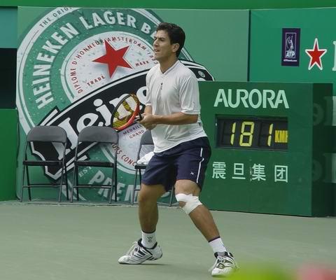 图文-上海喜力赛卡纳斯夺冠脚缠绷带毫不畏惧