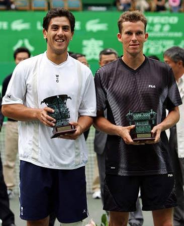 图文-上海喜力网球赛男单卡那斯夺冠冠亚军合影