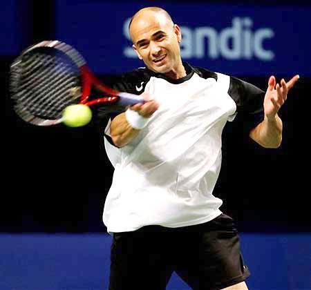 图文-ATP斯德哥尔摩网球赛首轮阿加西轻松作战
