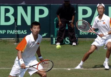 图文-戴维斯杯中国不敌印度朱本强网前回球