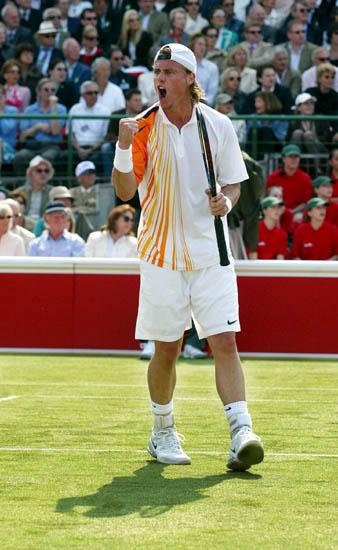 图文-伦敦女王杯网球赛赛况休伊特胜利在握