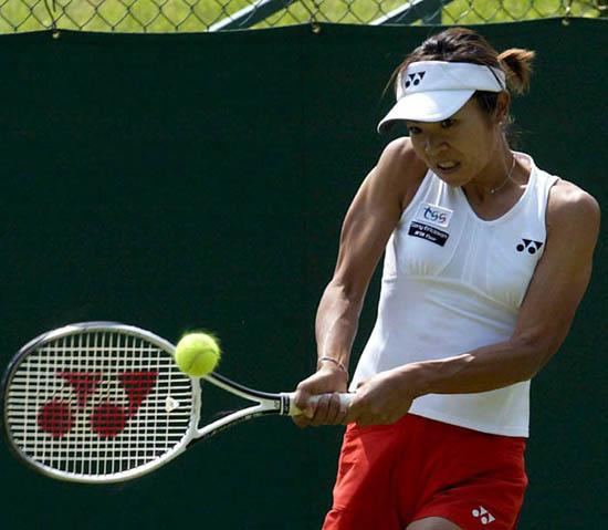 图文-伯明翰女子网球精英赛沙织回球大力致胜