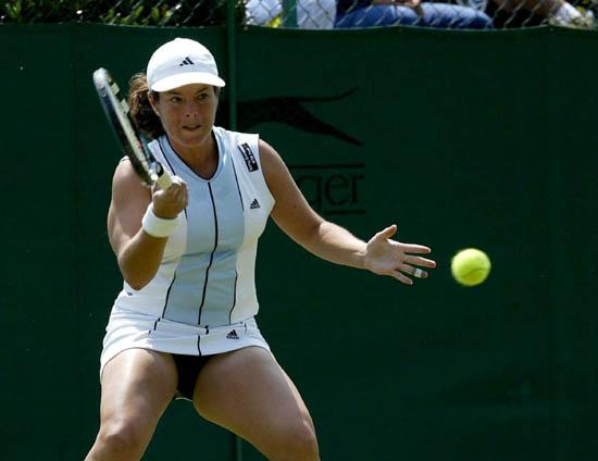 图文-伯明翰女子网球精英赛卡布其强悍回球