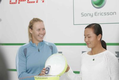 莫里克彭帅中网赛场助阵索尼爱立信Z520缤纷上市