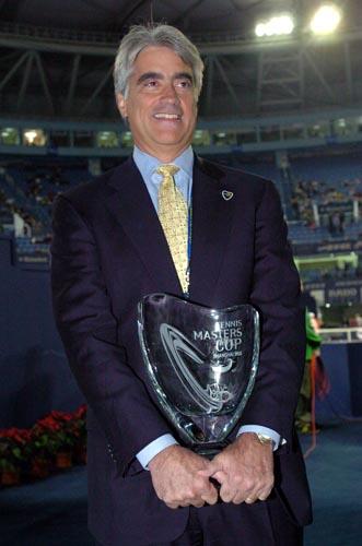 ATP前总裁麦尔斯退休西装革履仪表堂堂