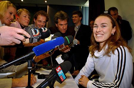 图文-辛吉斯召开发布会宣布复出网球公主甜蜜笑容