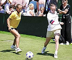 图文-辛吉斯压箱珍藏图集系列公主与库娃踢足球