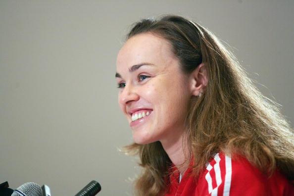 图文-辛吉斯复出赛新闻发布会瑞士公主聆听提问