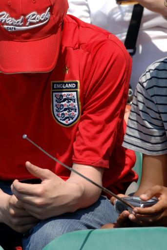 图文-温网也躲不开世界杯英球迷身在曹营心在汉