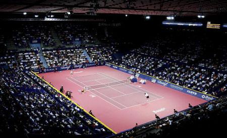 网球赛_图文瑞士巴塞尔室内网球赛瓦林卡在比赛中回