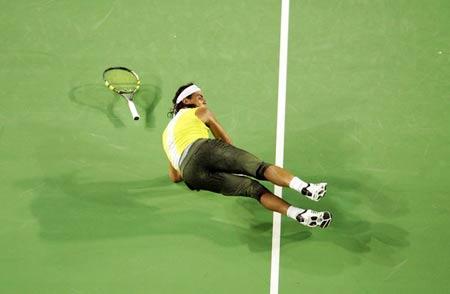 图文-澳网男单第四日纳达尔出战纳豆险些被击中