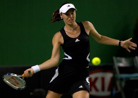 图文-[澳网]辛吉斯2-0库德里亚泽娃拥抱网球的快乐
