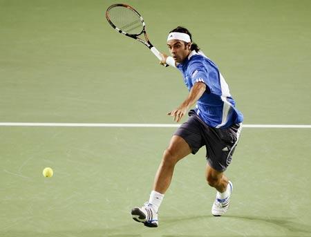 图文-澳大利亚网球赛第6日激战冈萨雷斯随球上网