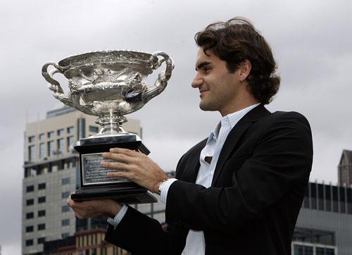 图文-[澳网]费德勒携奖杯巡游眼中只有胜利的奖杯
