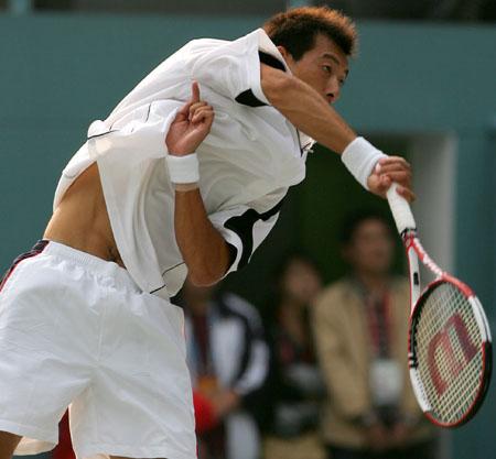 图文-十运会网球混双决赛朱本强奋力回球