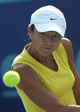 十运会女子网球1 4决赛晏紫奋力救球