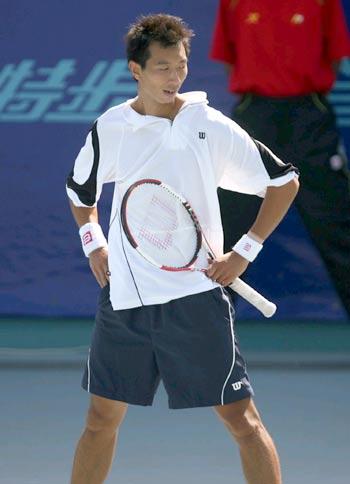 图文-十运会男子网球单打半决赛朱本强略显失落