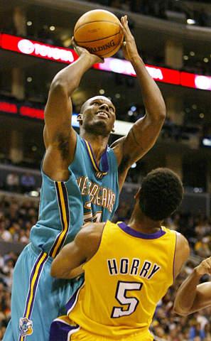 图为NBA2003全明星周末东部明星队替补前锋:黄蜂队马什本.-资料