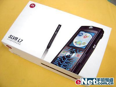 摩托罗拉l7_时尚直板 摩托罗拉L7超薄手机仅售2050元_手机_科技时代_新浪网