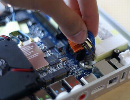 大卸八块AppleTV内部构造全面揭示(5)