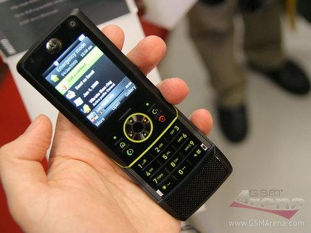 非智能触屏手机游戏_非触摸屏设计 摩托智能滑盖手机Z8图赏(2)_手机_科技时代_新浪网