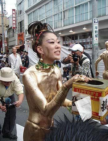 日本女裸体人体艺术_组图:日本街头的裸体行为艺术(11)