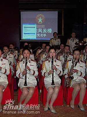 女子军乐队视频_图文:国防大学女子军乐队在演奏_滚动新闻_财经纵横_新浪网