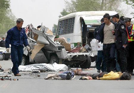 车祸死亡_图文:〔突发事件〕(1)吉林省一起车祸造成6人死亡