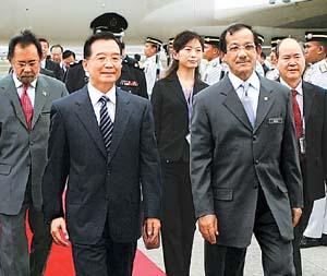 温家宝开始东亚峰会的中国任务