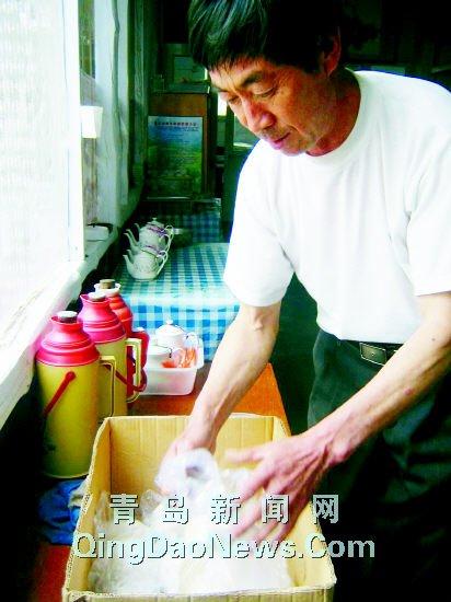 傅贞恰人体艺术_新闻中心 综合 > 正文             忙碌之中傅贞询还得抽出空来卖烤