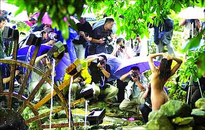 g人体艺术图片_组图:广东人体艺术摄影对抗赛创多项记录