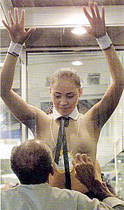 sm捆绑性奴隶_卖淫嫖娼是人类社会中最古老的丑恶现象之一,被黑社会控制的性奴隶强