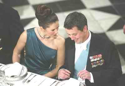 丹麦王储_组图:丹麦王储昨日订婚 明年将迎娶\