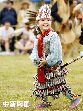 印第安人恨美国人_图文:美国印第安人节上的可爱小姑娘_新闻中心_新浪网
