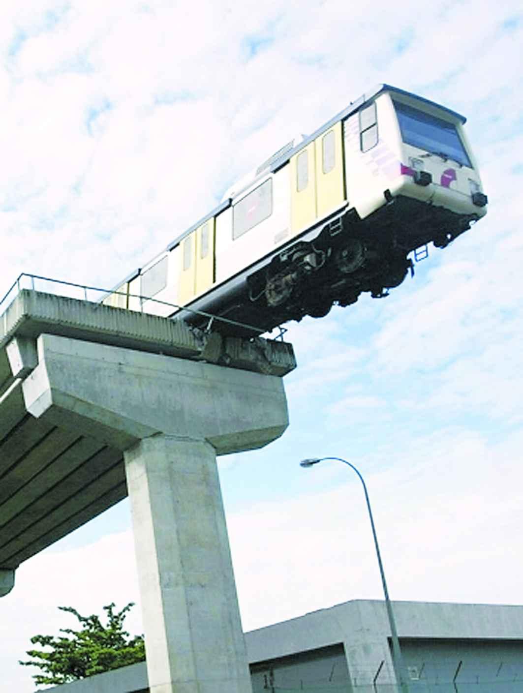 北京巴士公司_马来西亚轻轨出轨_新闻中心_新浪网