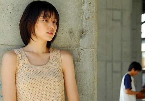 日本十岁小女孩被强��`f��,z)�h�_资料:日本电影《邻家女孩》精彩剧照(10)