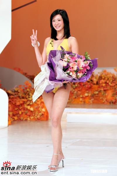 郑州悦秀娱乐汇小姐_点击此处查看全部娱乐图片   新浪娱乐讯 《2005年度国际华裔小姐