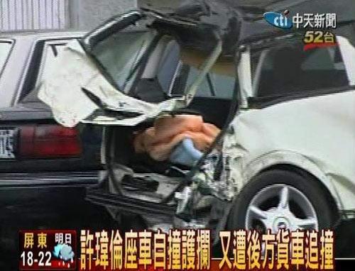 许玮伦_许玮伦出车祸前阅读杂志 血染《死亡笔记本》_影音娱乐_新浪网