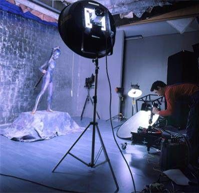 人体艺术日本摄影棚_张旭龙在摄影棚里为汤加丽拍摄人体