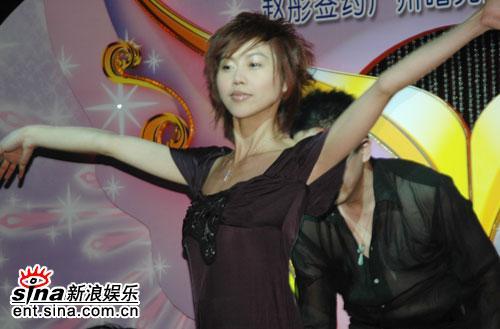 华娱情se_组图:华娱主持赵彤美丽代言 难掩想嫁豪门之情